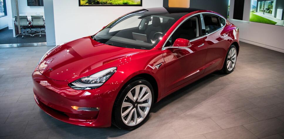 <b>PRISENE KLARE:</b> Tesla Model 3 Long Range Dual Motor All-Wheel Drive og toppmodellen Model 3 Performance er de to første versjonene av Model 3 som kommer i salg i Norge. Prisene starter på 464.020 kroner.