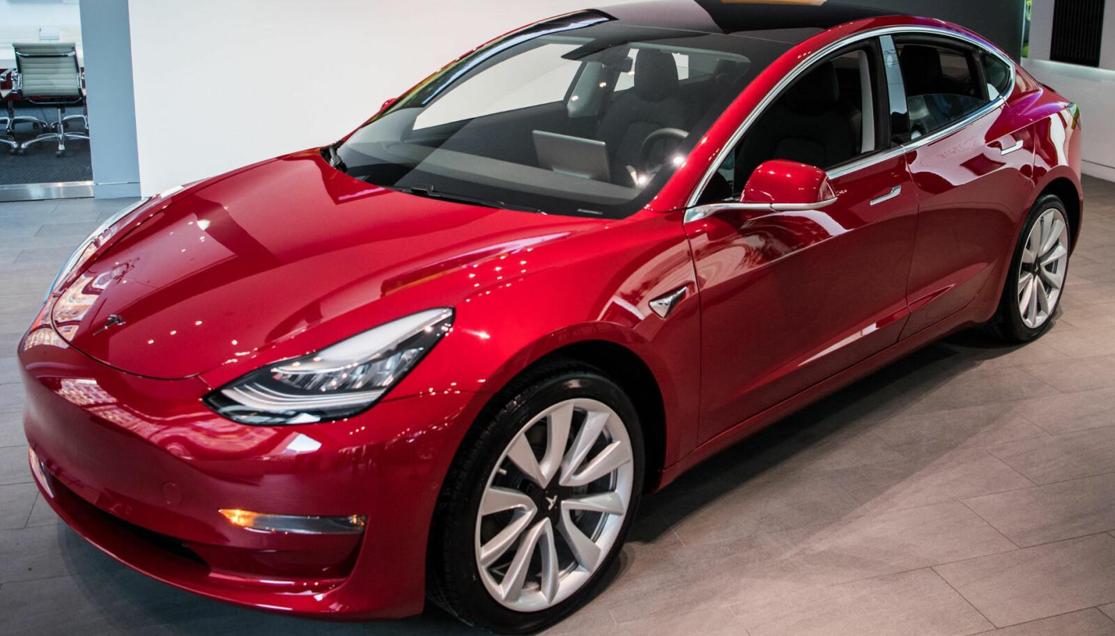 <b>ELBILREKORD: </b>Tesla Model 3 er en av flere modeller som kan bidra til at det blir satt ny elbil-rekord i Norge i 2019.