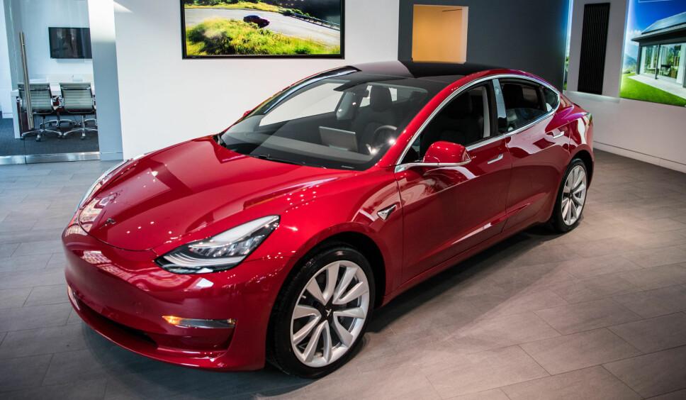 Det er ingen tvil om det Model 3 følger sammen design-filosofi som de andre modellene til Tesla.