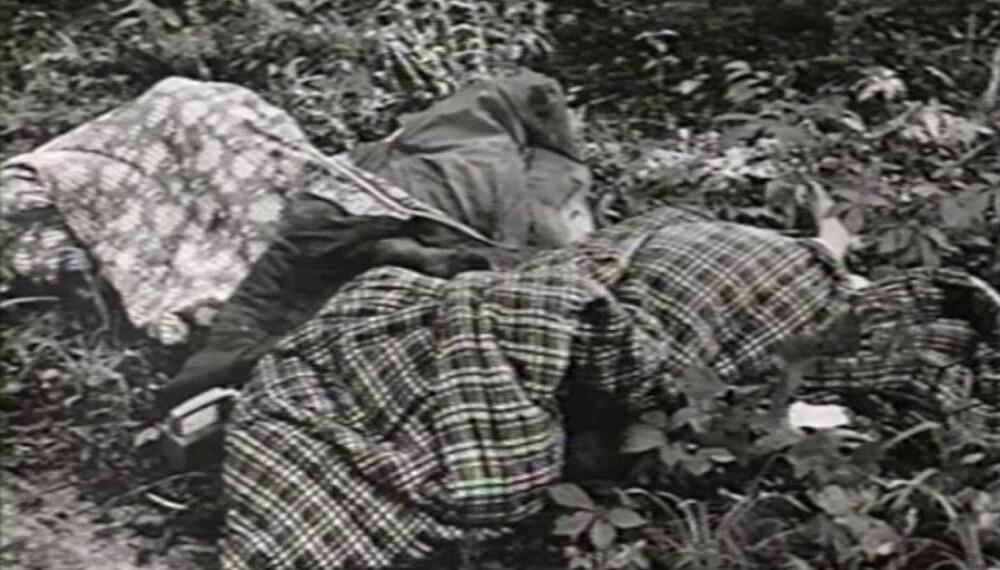 BEVIS: Politibildet viser soveposene jentene ble funnet i.