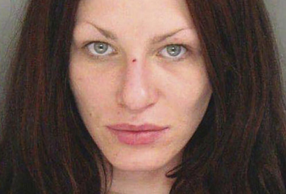 """ARRESTERT: Alix Tichelman møtte Hayes gjennom en nettside som kobler """"sukkerpappaer"""" med unge damer. Hayes skal ha betalt for sex med Tichelman. Her bildet etter hun ble arrestert i 2014."""