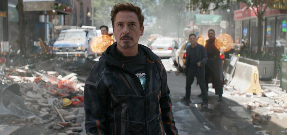 IRON MAN: Robert Downey Jr. er tilbake i rollen som Tony Stark og Iron Man i Avengers: Infinity War. Her med Doctor Strange (Benedict Cumberbatch), Bruce Banner (Mark Ruffalo) og Wong (Benedict Wong) i bakgrunnen.