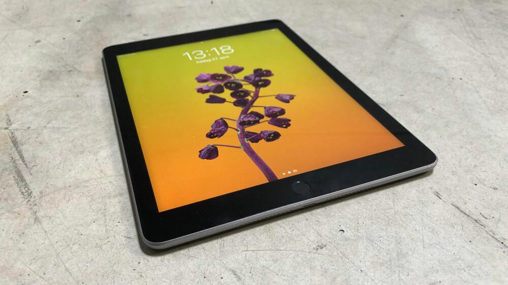 NY IPAD: Apple har oppdatert sin mest populære iPad med ny prosessor og støtte for Apple Pencil. Men den virkelig gode nyheten er prisen.