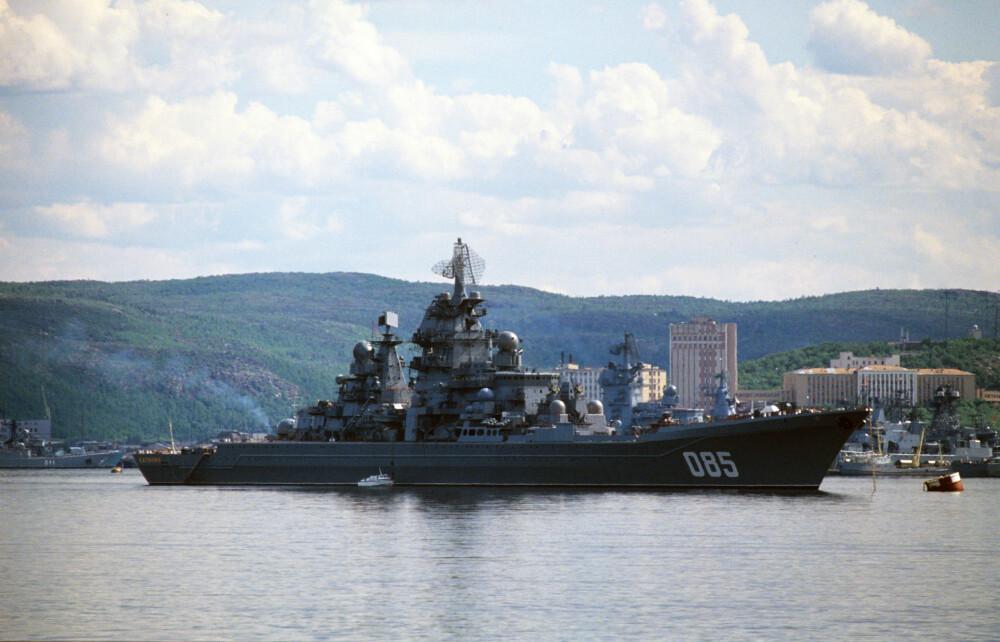 FREMDELES OPERATIVT: Krysseren «Kalinin». Den tilhørte Nordflåten fra 1988, men ble lite brukt etter den kalde krigen og gikk i opplag i 1999. Nå er den imidlertid modernisert, har endret navn til «Admiral Nakhimov» og blir del av den russiske marinen som missilskip fra i år. Bildet er tatt i 1990.