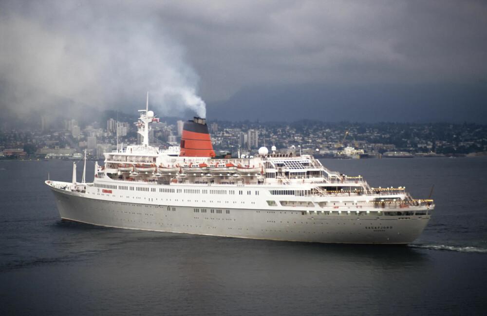 SPIONSKIP: Amerikabåten Sagafjord gikk i cruisefart i Baltikum sommerstid. Toppen av radarmasten var perfekt til å fotografere fra.