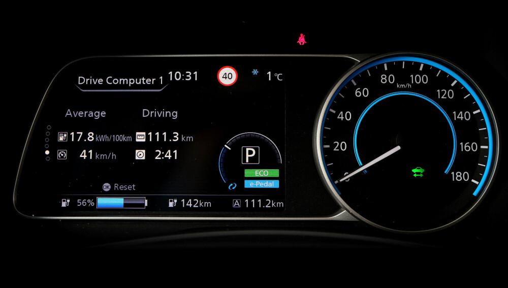 OVERSIKT: Begge biler har informativ visning av forbruk, antatt rekkevidde og batterikapasitet. Her fra Leaf.