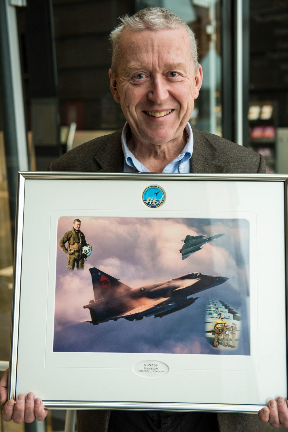 SPIONFLYDØDARE: Per-Olof Eldh klarte å komme på skuddhold av SR-71 hele fem ganger. Fotomontasjen fikk han som avskjedsgave da han pensjonerte seg som jagerpilot.