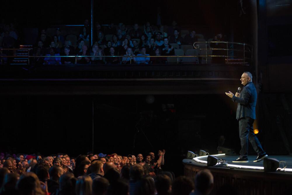 UTSOLGT: På sin forrige turné, Almost Famous, holdt Peters show i 26 forskjellige land. Her fra scenen i England.