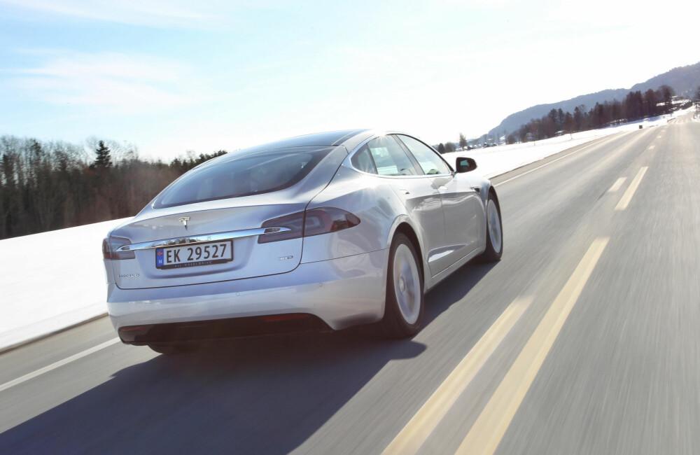 DYREST: De første Tesla Model S har så vidt dukket under 400 000 kroner. Først og fremst godt brukte 2014-modeller i P85- og 85-utgave.