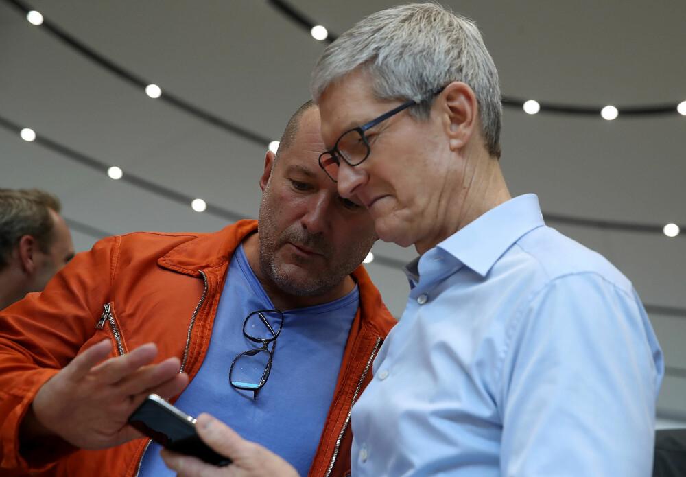 SCREEN TIME: Med iOS 12 kommer funksjonen «Screen Time» som overvåker hvor mye tid du egentlig bruker på mobilen, og hvilke apper som er de største tidstyvene. Selv applesjef Tim Cook (t.h.) ble sjokkert over hvor mye tid han bruke på mobilen.