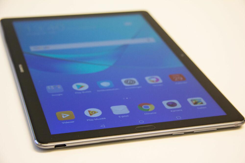 STOR SKJERM: Med Huawei MediaPad M5 får du en god 10,8 tommers skjerm. Det er litt større skjerm enn minste iPad Pro som har en 10,5 tommers skjerm.