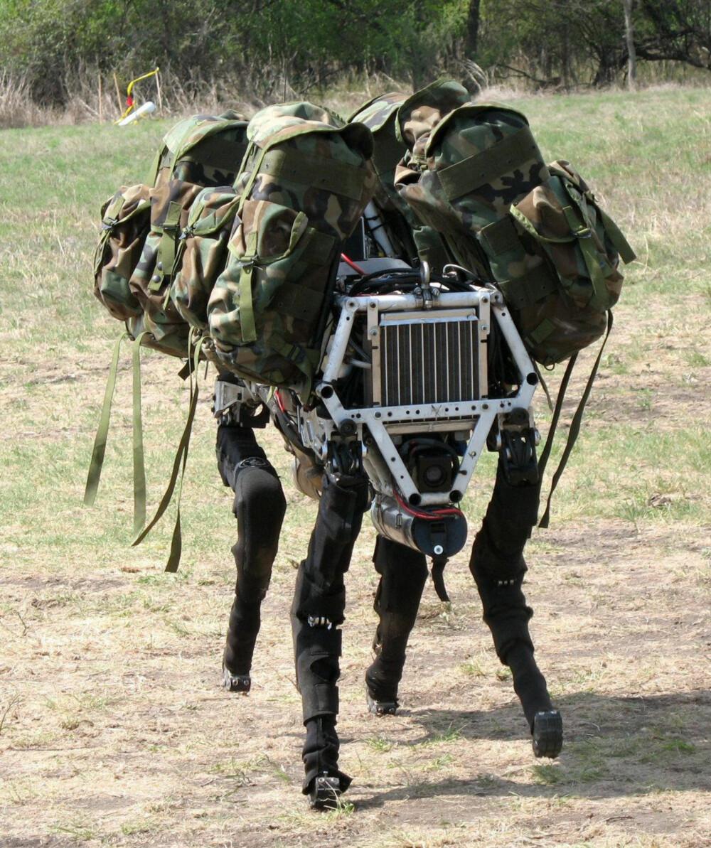 PAKKHUND: Roboten Spot fra Boston Dynamics kan bære oppakningen til et helt lag av marineinfanterister.