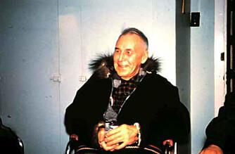 ALENE I VILLMARKA: Hjalmar Dale i Norman Wells vinteren 1960–61. I denne fasen av livet levde han alene i en tømmerhytte i villmarka og var bare i korte perioder innom sivilisasjonen.