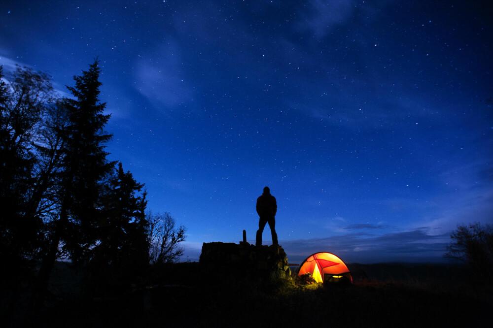 ASKOSBERGET: En grøyserøys nær Askosberget tilbyr utsikt til både skog og himmel.