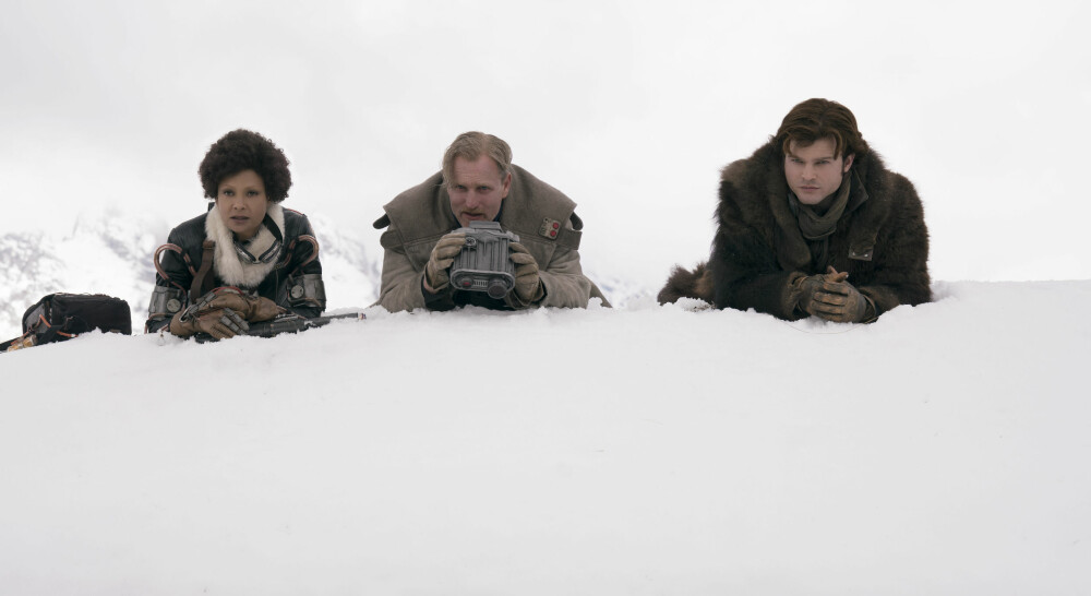 FARLIG TRIO: Thandie Newton, Woody Harrelson og Alden Ehrenreich dukker alle opp som lovløse i «Solo: A Star Wars Story».