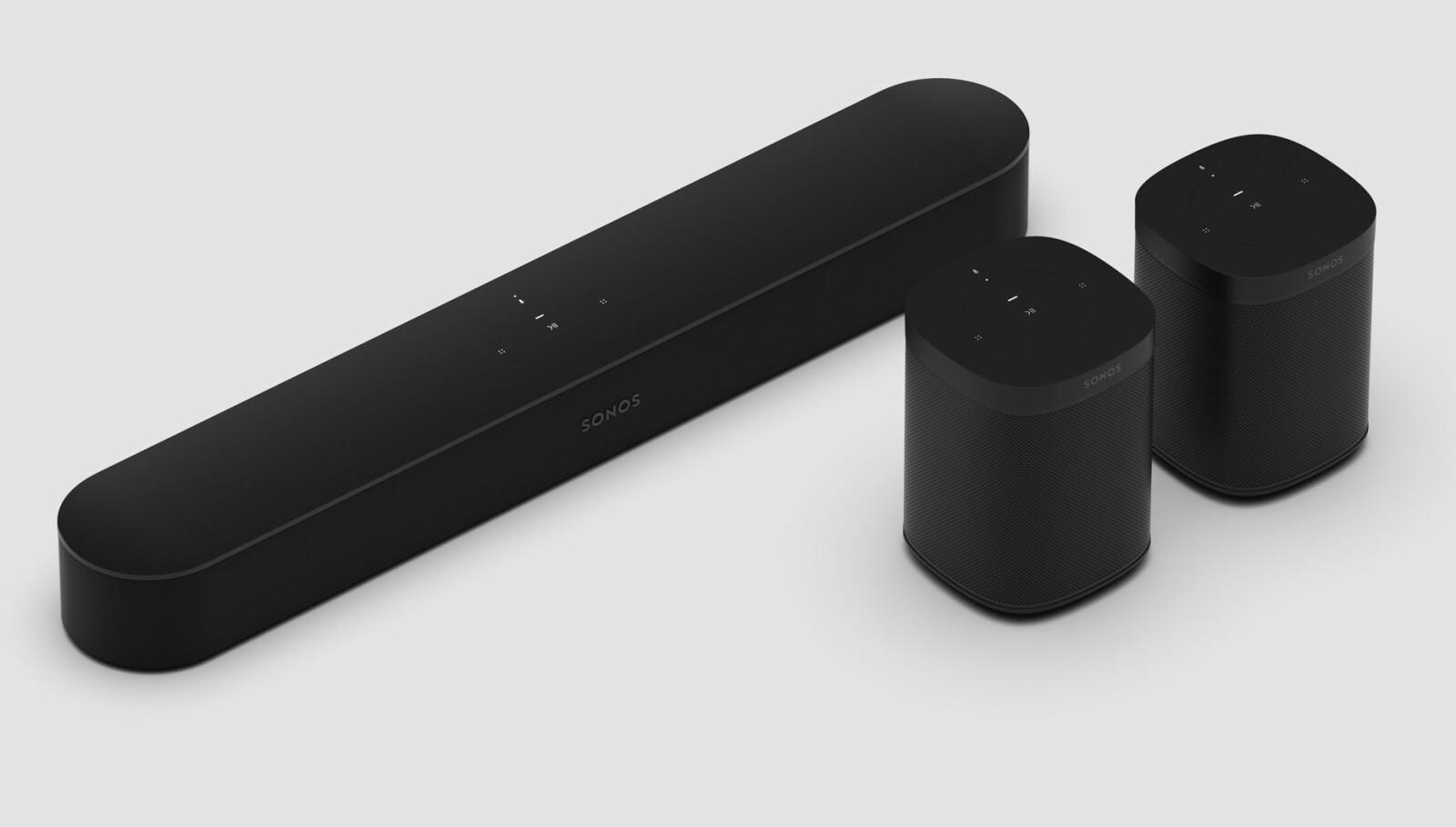 <b>SURROUND:</b> To Play One eller to Play:1 kan settes opp som bakhøyttalere til Sonos Beam. Med en Sonos SUB skal dette gi et 5.1-oppsett.