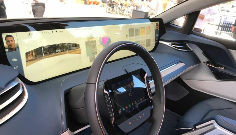 <b>ENORM SKJERM: </b>Den brede skjermen er bare noe av det som skiller Byton fra andre biler.
