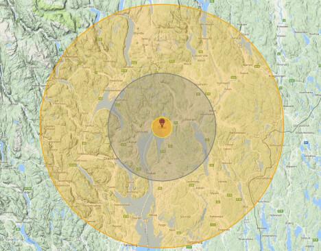 <b>UTSLETTELSE: </b>Effekten av en 100 megatonns atombombe over Oslo. Alt innenfor de to innerste sirklene vil bli ødelagt. Tredjegrads forbrenninger vil oppstå innenfor den ytre. I tillegg kommer virkningen av en megatsunami og dødelig radioaktivitet over store områder.  Illustrasjon: Nukemap