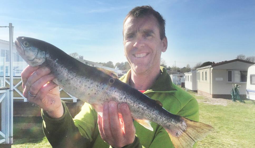 <b>Offer for lyn:</b> Kenneth Broch Johnsen hadde hånda i vannet da lynet slo ned ti meter fra båten.