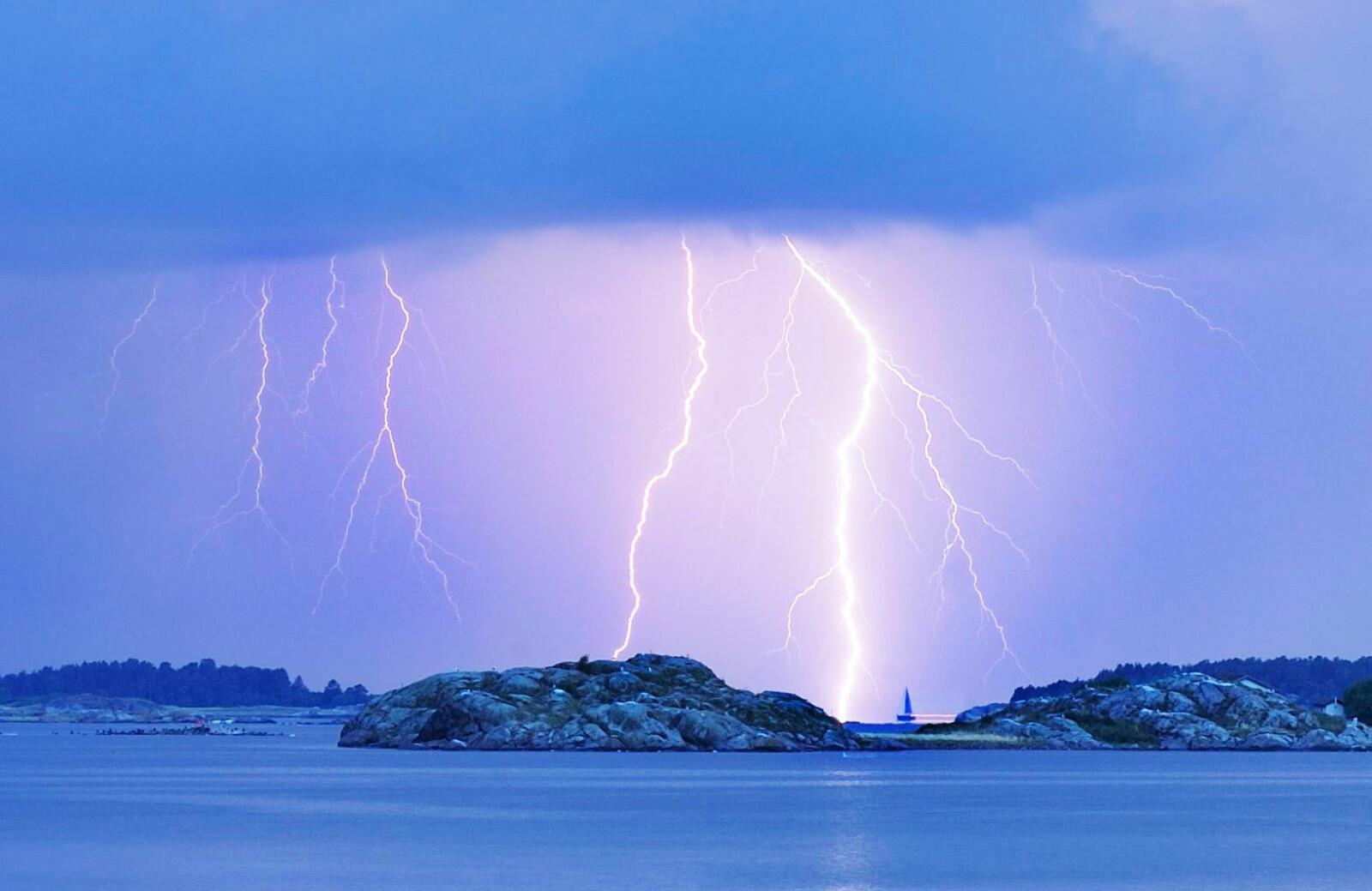 <b>Tordenvær:</b> De fleste som ferdes ute om sommeren, opplever å komme ut for tordenvær av og til.