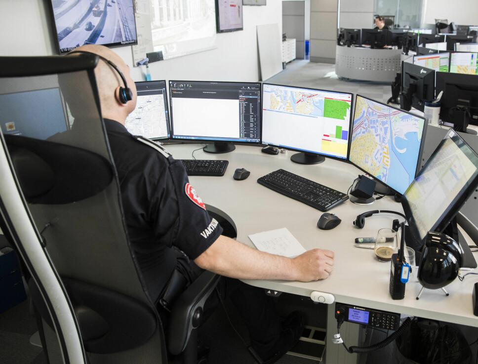<b>UNØDVENDIG NØDANROP: </b>Nødsentralen i Storbritannia mottar hver måned flere hundre unødvendige telefonsamtaler. I sommer ringte blant annet en kvinne for å klage på en pizzabestilling. Her et bilde fra den norske operasjonssentralen.