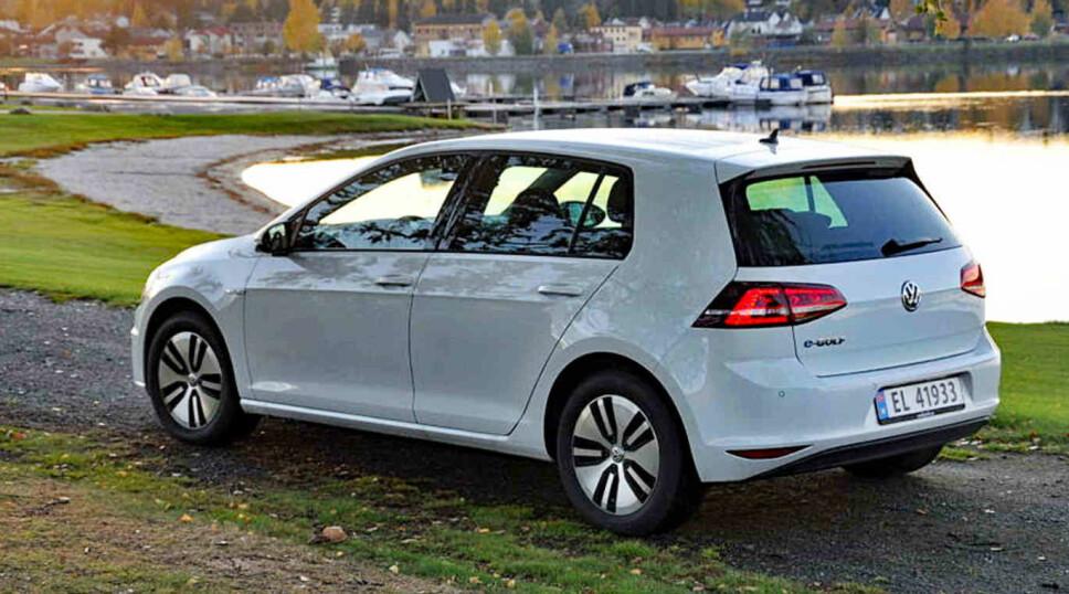 VW Golf har vært en stor suksess i det norske markedet i mange år, Men nå må den se seg slått av nye Nissan Leaf.