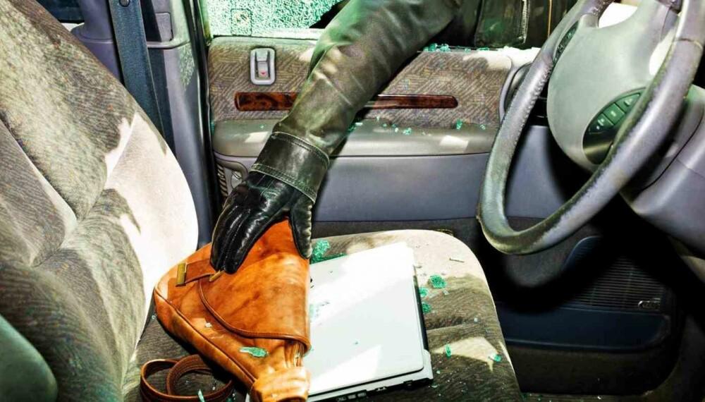 Det tar ikke lang tid å knuse en siderute og plukke med seg ting som ligger synlig inne i bilen. For bileieren er dette noe av det minst hyggelige man kan oppleve i ferien.
