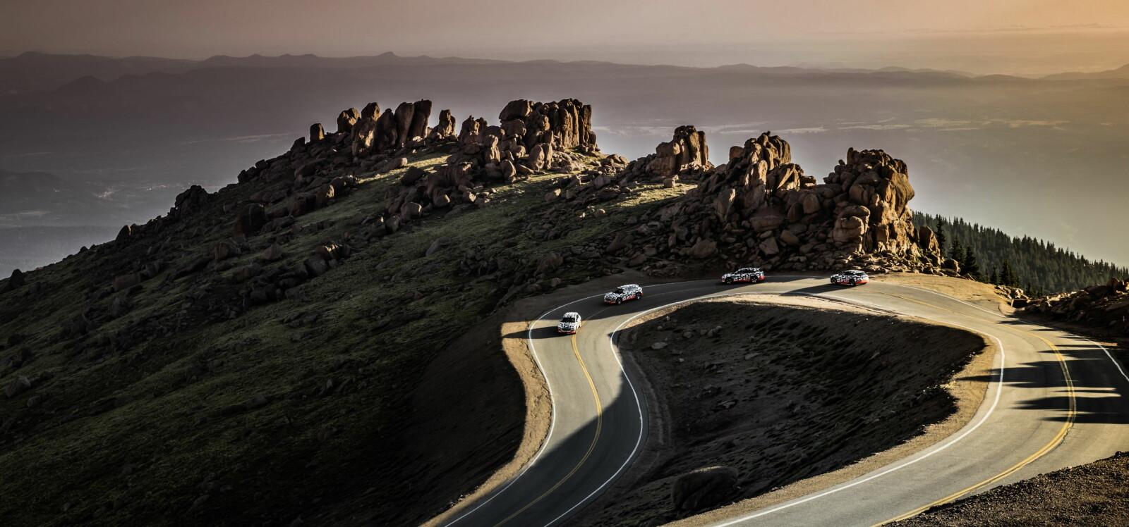 <b>SPEKTAKULÆR: </b>Det er ikke bare bilen som er fin. Landskapet og utsikten i soloppgangen var spektakulær.