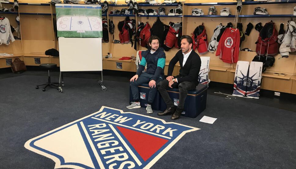 <b>FORBUDT:</b> Det er strengt forbudt å tråkke på logoen på gulvet i garderoben til New York Rangers.