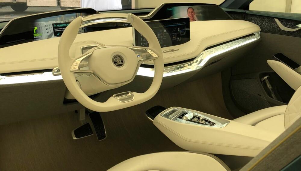 <b>INTERIØR:</b> Slik ser det ut inne i konseptelbilen Skoda Vision E.