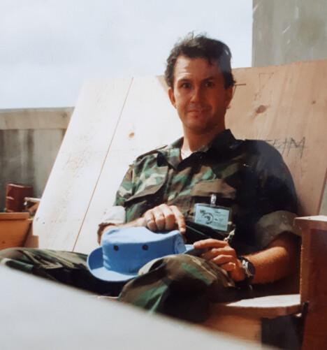 <b>I TJENESTE: </b>Lars Christian Braavold i Mogadishu i 1993, med en lyseblå FN-utgave av hatten amerikanerne likte å gå med.