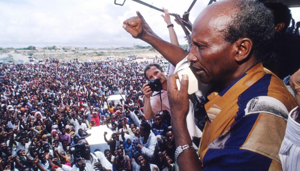 <b>KRIGSHERRE</b>: General Mohammed Farrah Aidid hisser opp en folkemengde sommeren 1993. Aidid kjempet om makten i Somalia og brukte vold mot FN-styrken. Aidid ble drept av rivaler i 1996.