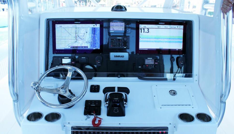 <b>EKKOPLOTT:</b> Store skjermer er naturligvis en del av pakka når det skal fiskes fra stor katamaran.