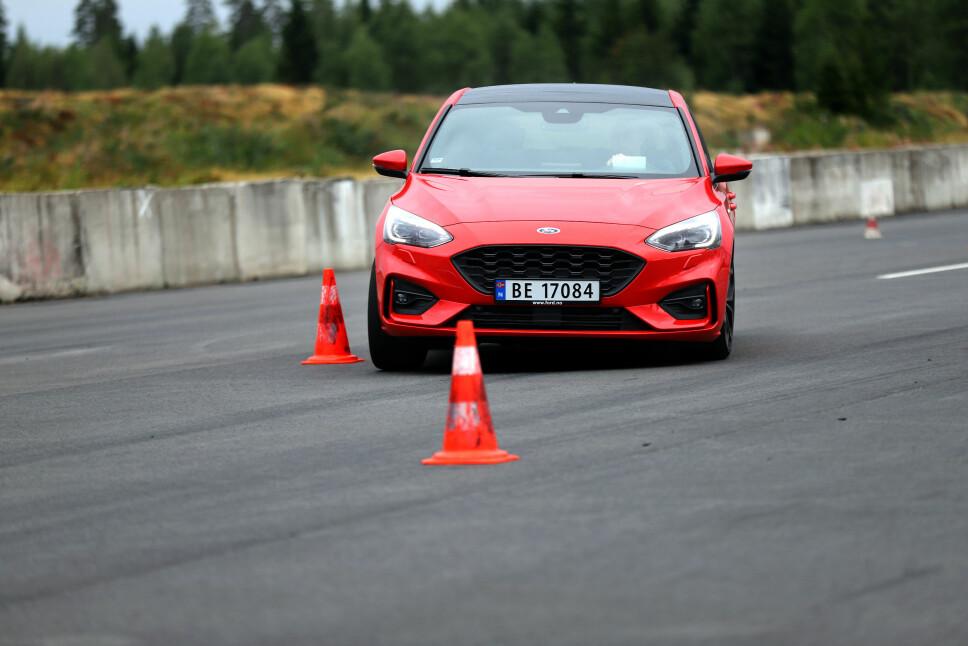 <b>GLIMRENDE: </b>I kjøreøvelsene på bane er Focus en mester, men på ujevnt underlag sliter den litt mer.