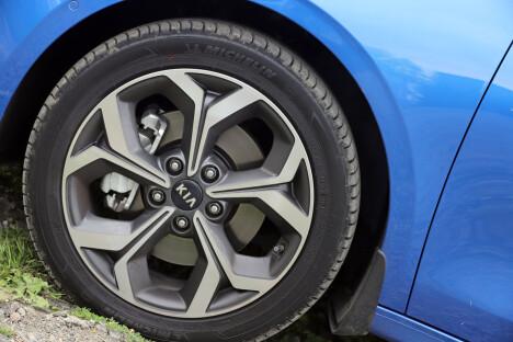<b>PASSE:</b> 17-tommere er en fin middelvei for norske forhold: Bedre komfort enn med større hjul, ser fortsatt bra ut.