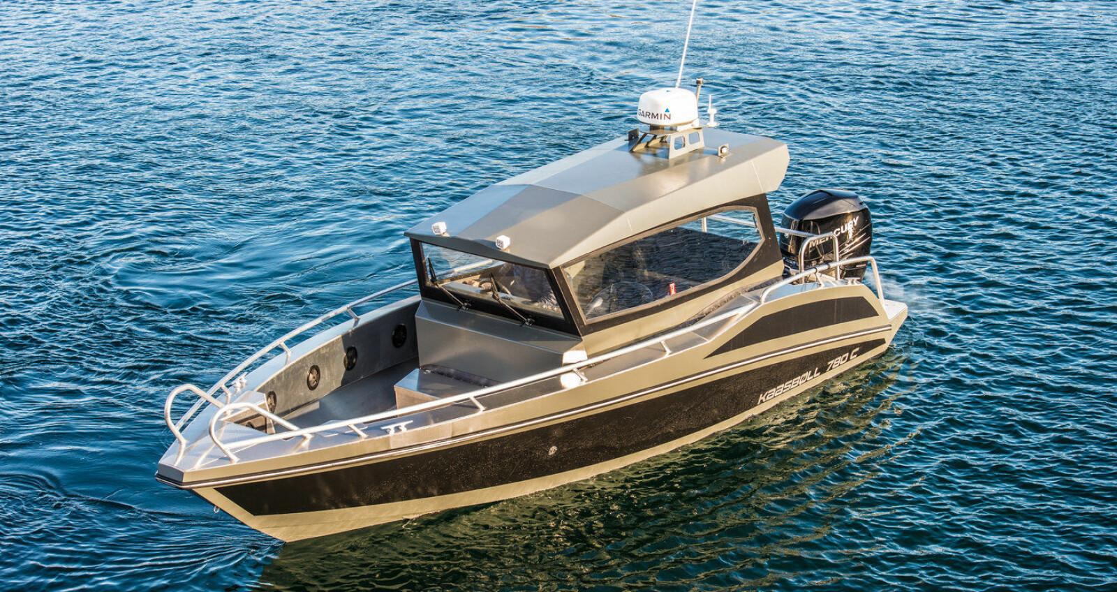 <b>FART:</b> Både i linjer og spesifikasjoner oser det fart av denne båten.