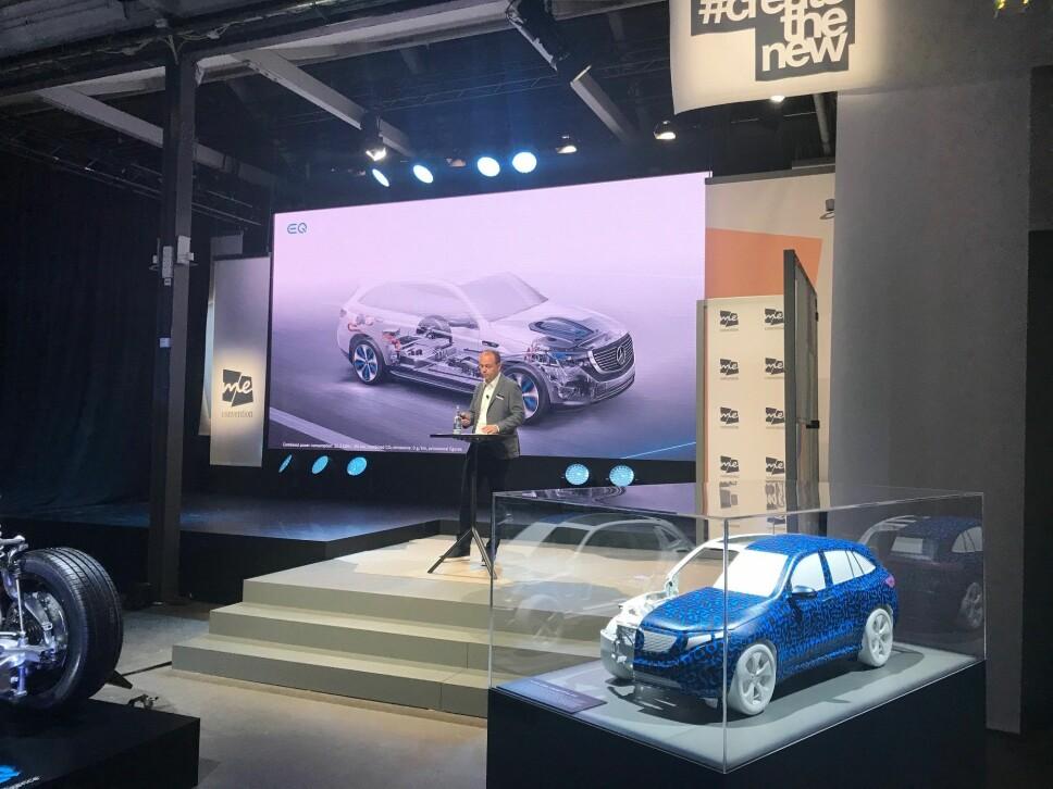 <b>MERCEDES' ELBIL: </b>Med Mercedes EQC sparker produsenten i gang sin nye elbilsatsing. Her presenterer sjef for eDrive-programmet, Jochen Hermann, nye detaljer om elbilen under den offisielle avdukingen i Stockholm 4. september 2018.