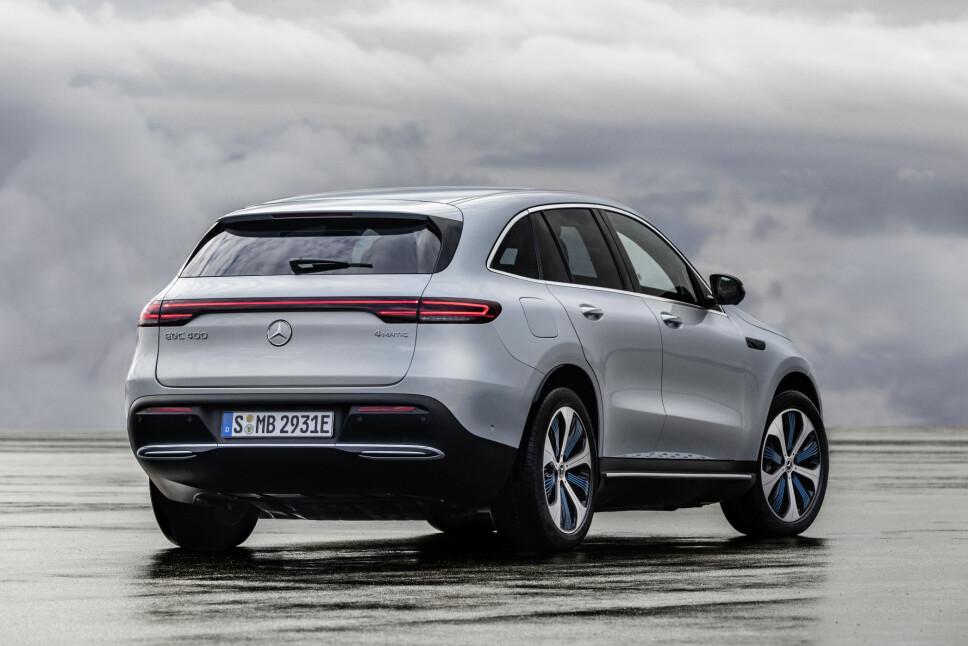 <b>FIREHJULSTREKK: </b>Mercedes EQC har drift på alle fire hjulene. Her er prototypen på vintertest i Nord-Sverige. Bilen kommer til Norge etter planen i 2019.