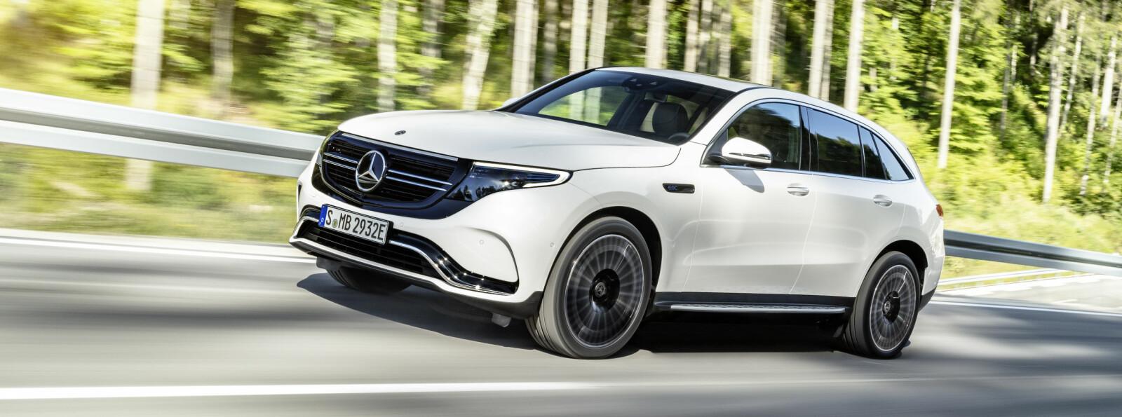 <b>MERCEDES EQ: </b>Mercedes' elbiler samles i merket EQ. Først ut er den elektriske SUV-en EQC, på størrelse med GLC. Her ruller produksjonsbilen ut under avdukingen i Stockholm den 4. september 2018.