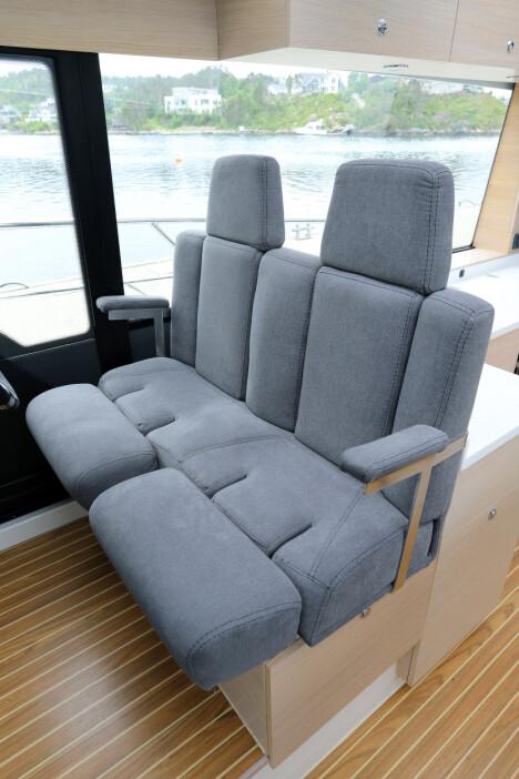 <b>HELT SJEF: </b>Det store dobbeltsetet sørger for høy komfort på førerplass.