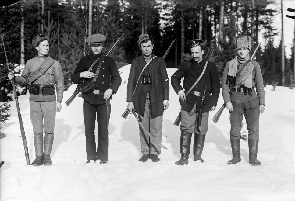<b>RØDEGARDISTER</b>: Mange av de røde soldatene var industriarbeidere og byfolk. De var ikke vant til skogen og landsbygda