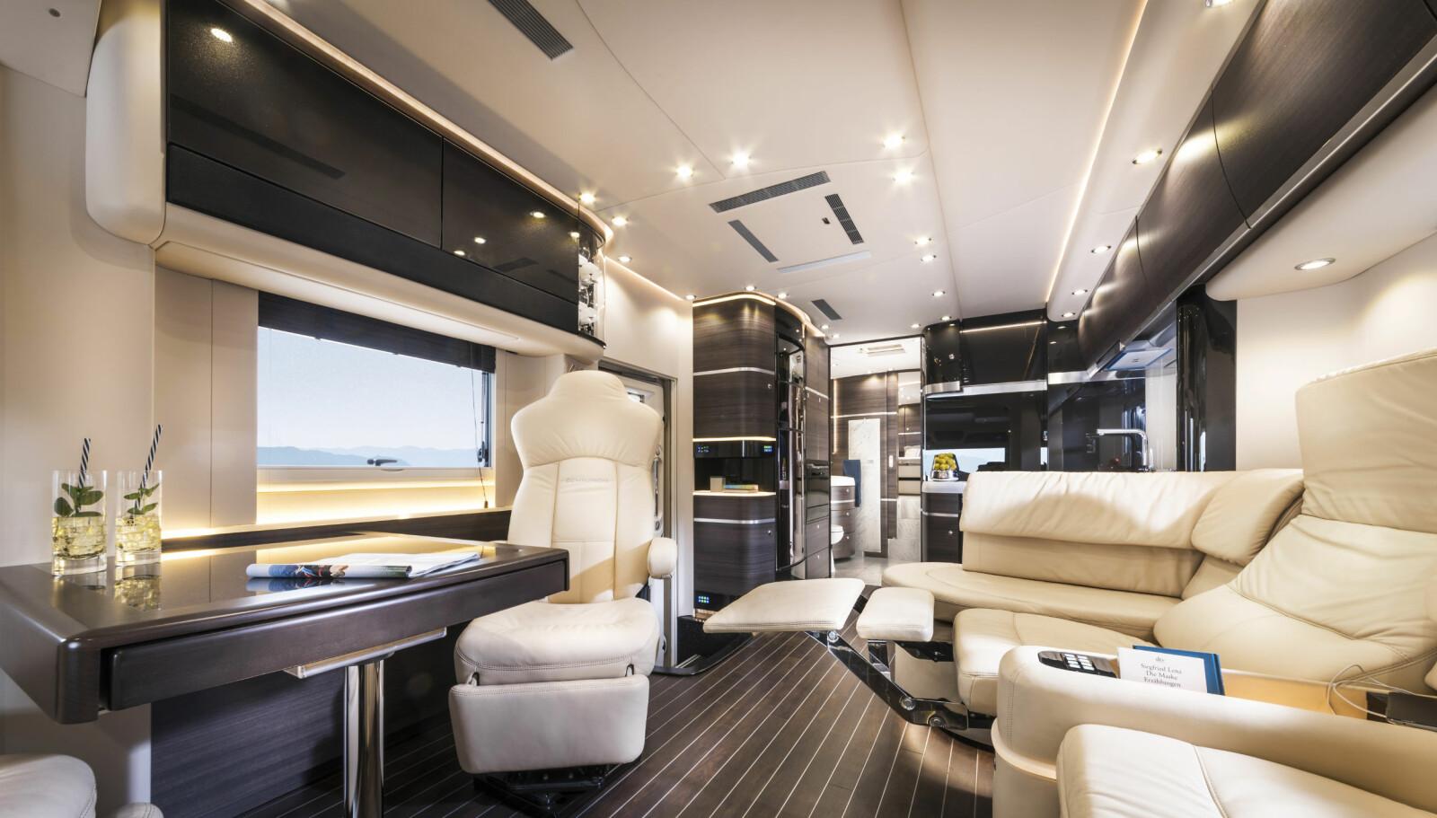 Interiøret i Centurion er gedigent og luftig, og gir inntrykk av luksus og ekstrem komfort.