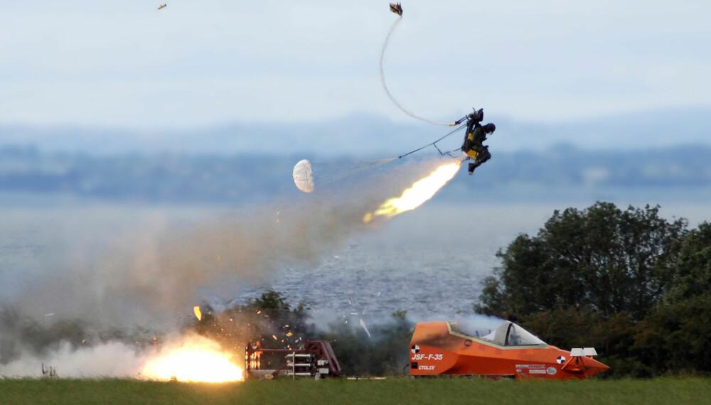 <b>LIVREDDER:</b> Katapultsetet til F-35 blir testet ut i bakkehøyde. I dag kan over 7500 piloter takke innsatsen til verdens modigste mekaniker for at de lever.