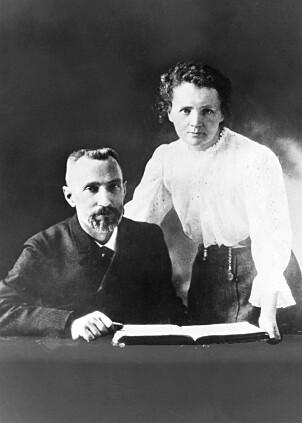 <b>NOTATBOK:</b> Pierre og Marie Curie oppdaget radioaktiv stråling, fikk nobelpriser og internasjonal berømmelse. Men jobben kostet dem livet.