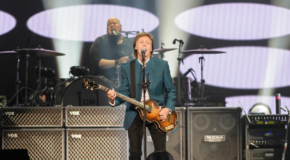 <b>HOLDER KOKEN:</b> Paul McCartney har rukket å fylle 76 år, men det betyr ikke at han har sluttet å holde konserter. Briten er i disse dager klar med ny plate og ny turné.Her fra en konsert i 2016.