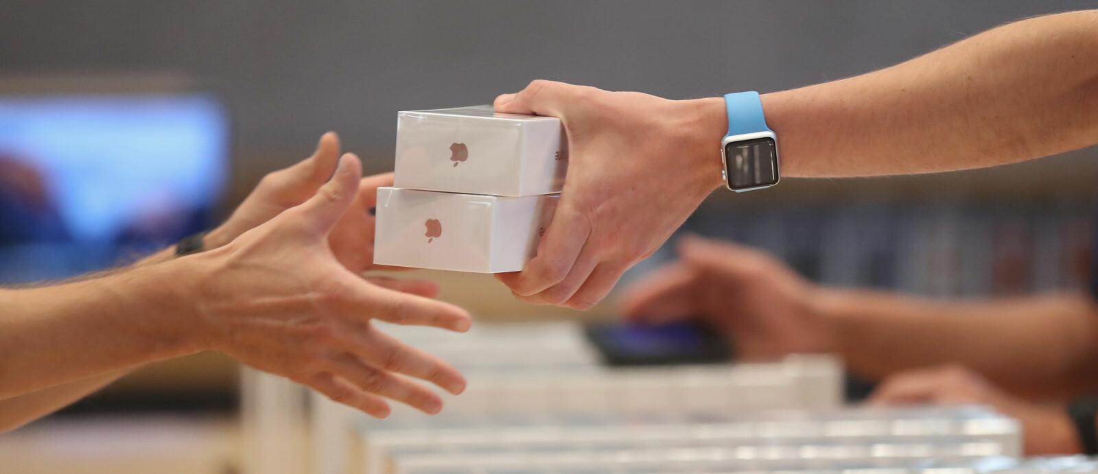 <b>PRIS PÅ IPHONE:</b> De forskjellige iPhone-modellene holder seg høyt i pris. Mobilene til konkurrenten Samsung synker mye raskere. Begge merkene lar seg påvirke av én spesiell uke i november ...