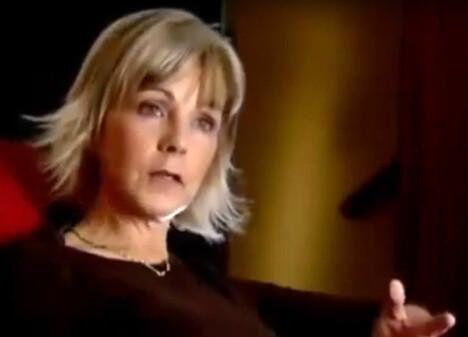 <b>OVERLEVDE:</b> Caroline Roberts overlevde skrekkens hus og ekteparet Wests terror. På bildet blir hun intervjuet av Documentary Movies.