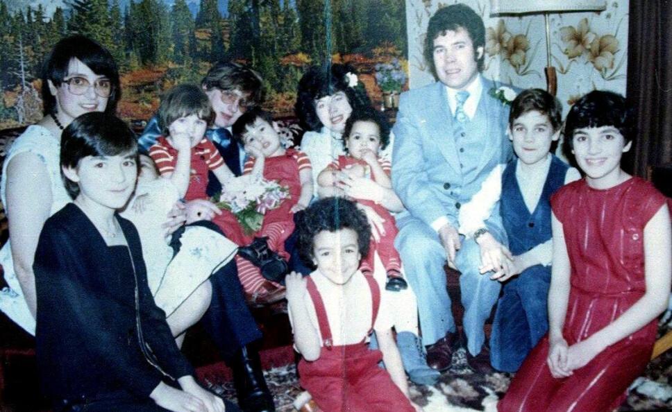 <b>FRED OG ROSE (t.v.) WEST: </b>Ekteparet og barna avbildet i bryllupet til datteren Anne-Marie (midten).  FOTO: SWNS/NTB scanpix