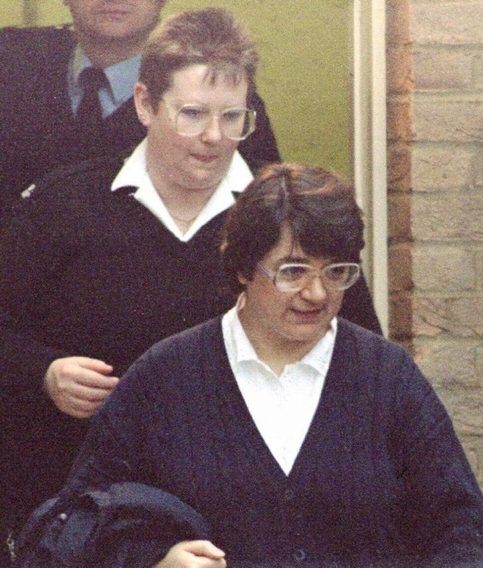 <b>SKYLDIG: </b>Rosemary West føres ut av rettssalen etter å ha blitt kjent skyldig i til sammen 10 drap. Hun sitter i dag fengslet i HM Prison Low Newton i nærheten av Durham.