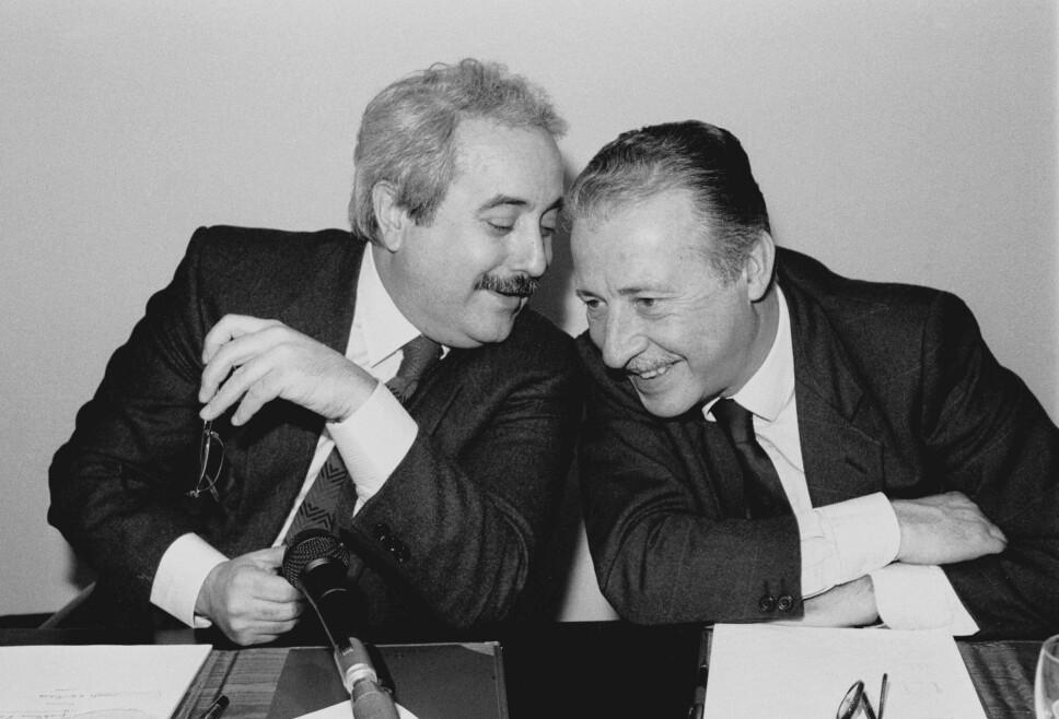 <b>VENNER TIL DØDEN:</b> Bildet av Giovanni Falcone (til v.) og Paolo Borsellino er blitt stående som et symbol for kampen mot mafiaen. De ble drept med 57 dagers mellomrom i 1992.